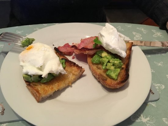 Slaidburn, UK: Poached eggs on smashed avocado with lime/ olive oil dressing