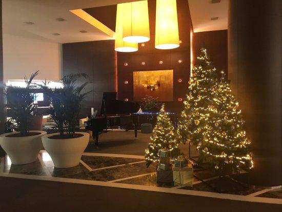 Ramada Plaza Antwerp : Lobby Christmas display