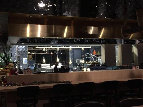 Bar en doorkijk naar keuken picture of kitchen table sola