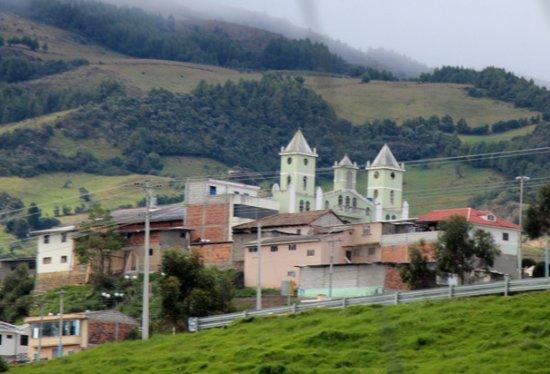 Ingapirca, Ecuador: Chiesa..dalla strada