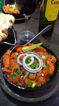 Бромсгроув, UK: Sizzling Hot Chicken Tawa, Absolutely Delicious!
