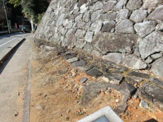 Matsusaka, اليابان: 隠居丸下の石垣