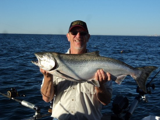 Winthrop Harbor, IL: Captain Tony with 24lb King salmon