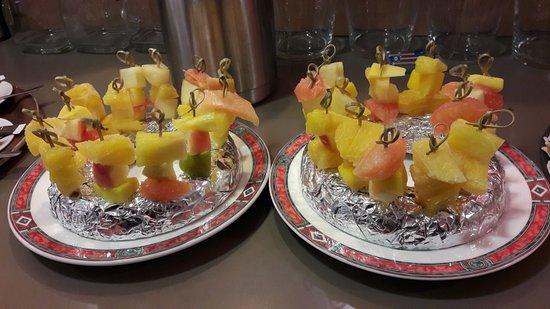 Ibis Bordeaux Saint Emilion : BROCHETTE DE FRUITS