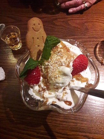 Wickford, UK: The Christmas Dessert including gingerbread man and my lovely spiced rum.