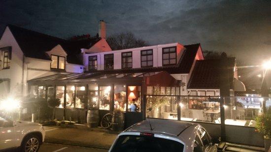 Noord-Scharwoude, Nederland: buitenkant restaurant