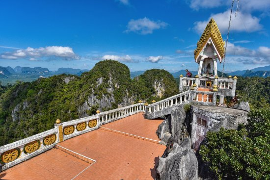 Krabi Thai Village Resort: Try the 1200+ steps up to the Tiger Cave Temple 30mins away by car