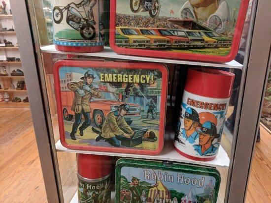Quechee, VT: Found it...my elementary school lunchbox!