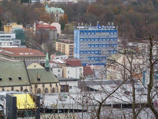Usti nad Labem Region, Republika Czeska: Вид отеля с дороги к замку Ветруше