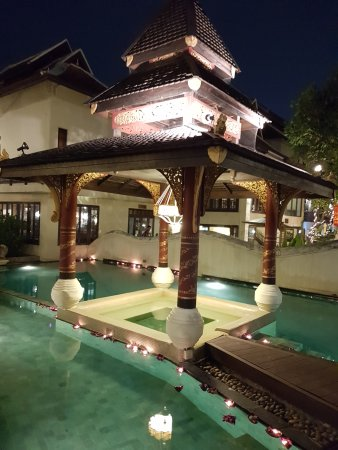 Puripunn Baby Grand Boutique Hotel: Decorated for Loy Krathong