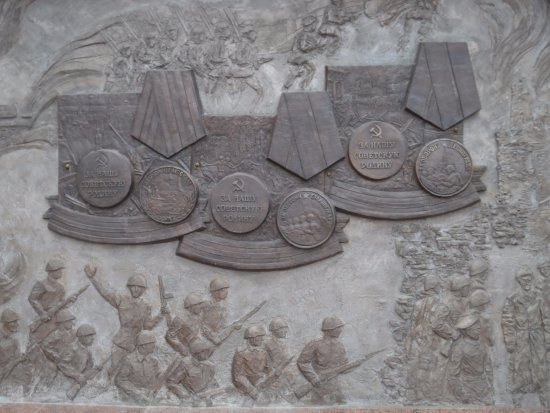 Memorial Complex of the Soldier of Tyimaady: medallion reliefs