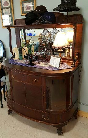 Pleasant Lake, Мичиган: This antique buffet with rounded glass doors make a good display area for jewelry and vintage ha