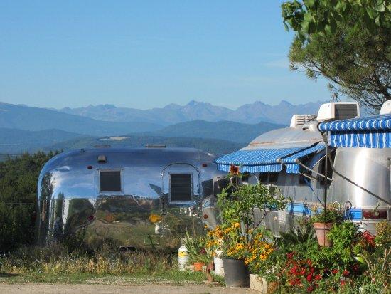 Manses, Francia: Belrepayre en haut de la colline avec une vue fantastique sur les Pyrénées
