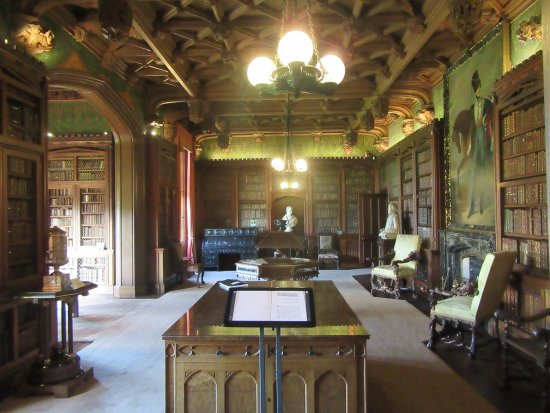Melrose, UK: The (second) library room