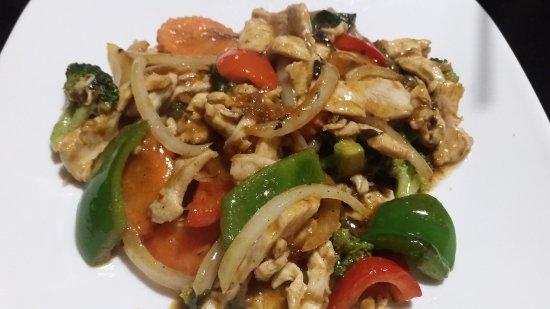 Mai Thai Cuisine: Chicken dish with rice