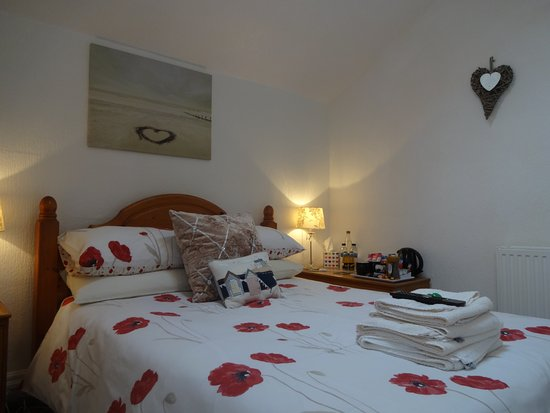 St Michael's Guest House: Room 5 - Double and single beds; can be booked as a double, twin or family room
