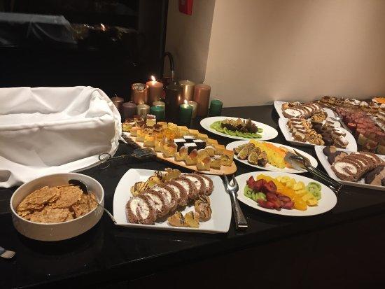 Nova Ponente, Italy: buffet dolci