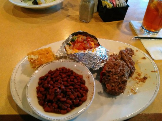 Lexington, Caroline du Sud : Looks like the meat loaf may have rolled around the plate on the way to my table.