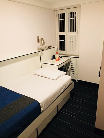 Pod 51 Hotel: Basic single occupancy room