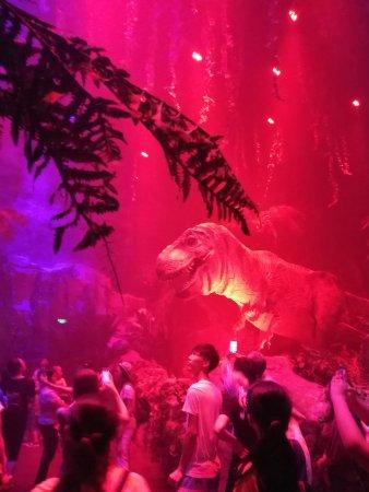 Chimelong Safari Park: T-Rex vs Spinosaurus inside