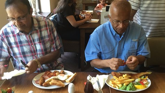 Sywell, UK: Enjoying fish & chips and an English breakfast