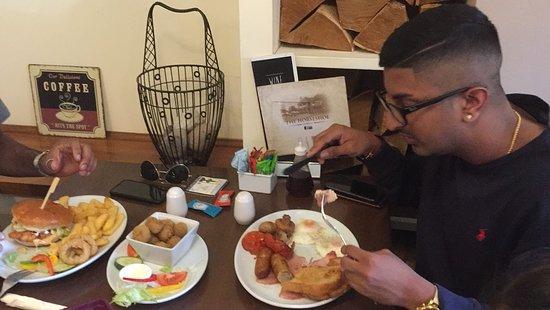 Sywell, UK: Enjoying English Breakfast