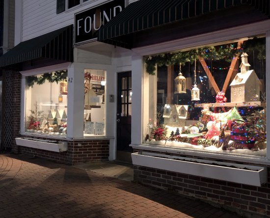 Kennebunk, ME: The exterior view during the holiday!