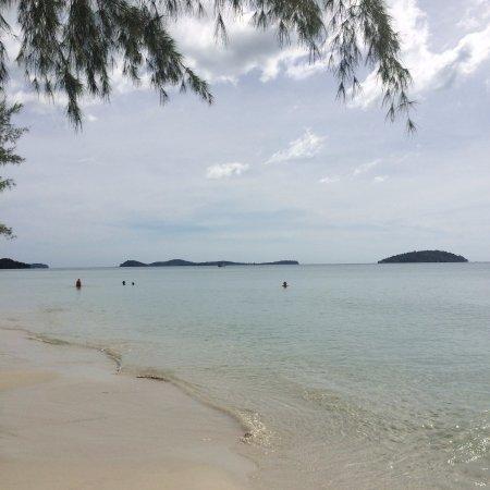 Otres Beach Resort: Plage à 30 mètres