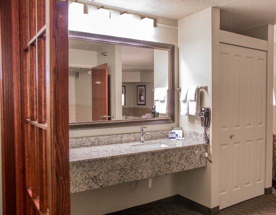 Mounds View, MN: Two Room Suite Bathroom Vanity