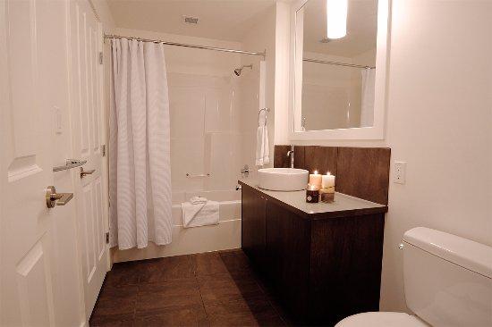Kimberley, Canada: 2 Bedroom Condo: Second Bathroom