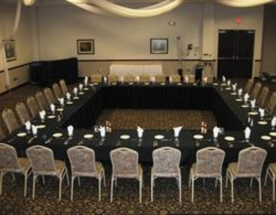 Mounds View, Миннесота: Coral Bay Ballroom at attached Mermaid Event & Entertainment Center