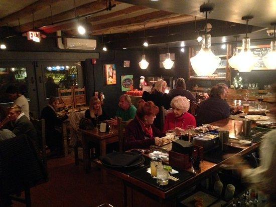 El Prado, Nuevo Mexico: Lively bar at medley.!