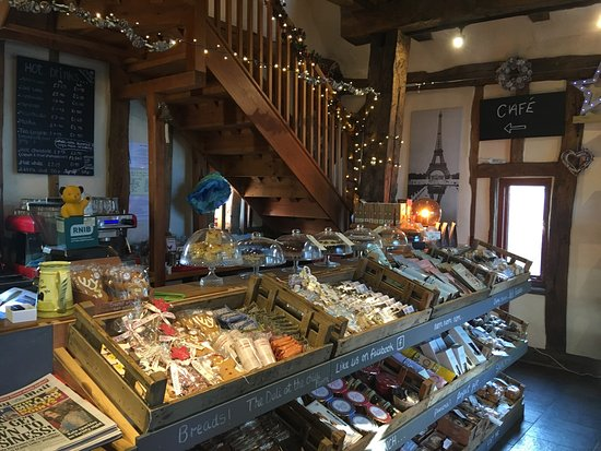 Стоумаркет, UK: The Deli & Cafe at the Chilli Farm