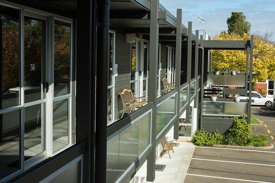 Palmerston North, Nuova Zelanda: Enjoy the fresh air from a seat on the balcony