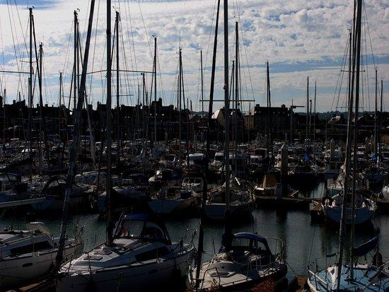 Saint-Vaast-la-Hougue, Francia: Port le St Vaast le soir