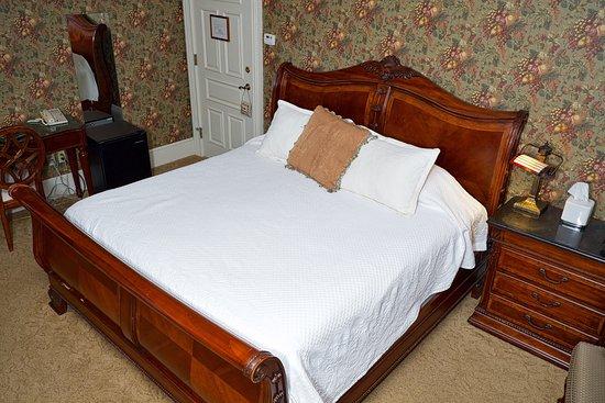 Geneseo, NY: MacVittie Bed