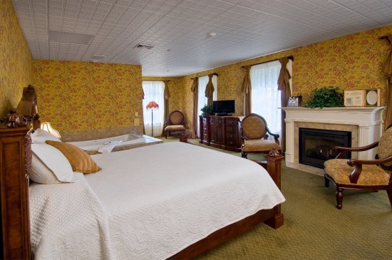 Geneseo, NY: Mark Twain Luxury Suite