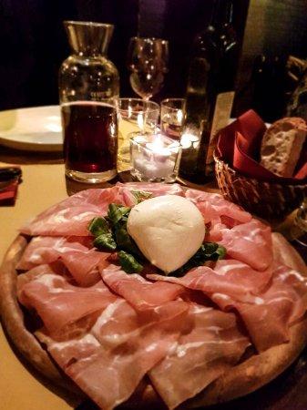 Bottega Baretti: Mozarella di Bufala with ham
