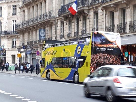Open Tour Paris : l'autobus d'Open Tour et leur bureau central près de l'Opéra Garnier