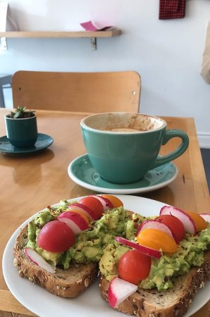 Orillia, Canada: Tasty avocado toast and a latte from Verona Coffee Co. to start the morning off right!