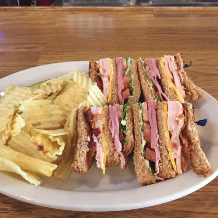 นิวเบอร์รี, เซาท์แคโรไลนา: This is the Club sandwich on sheet with chips. Really good and pretty reasonable.