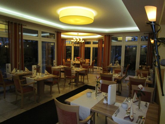 Bad Laer, Alemania: Liebevoll eingedeckt - Tisch reserviert - hier wird jeder Gast erwartet!