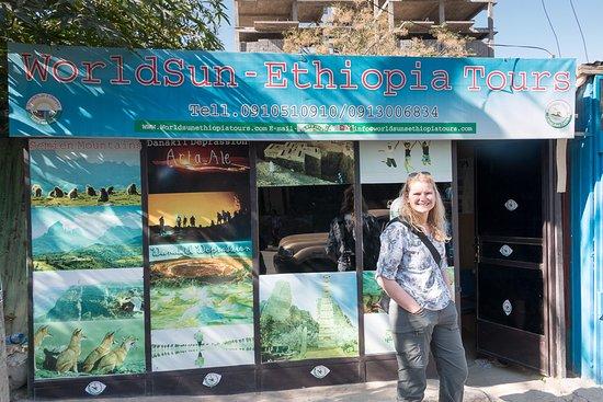 Mek'ele, Etiopia: Dodo vor dem World Sun Ethiopia Büro in Mekele - wiewirreisen.de