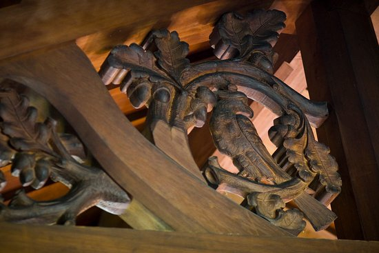 Birchwood, WI: Carvings in the dining room
