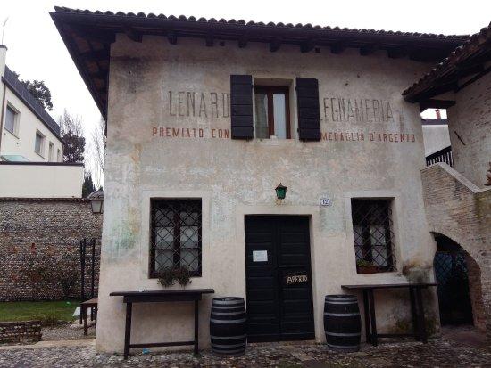 San Vito al Tagliamento, Ιταλία: bussate vi sara' aperto.