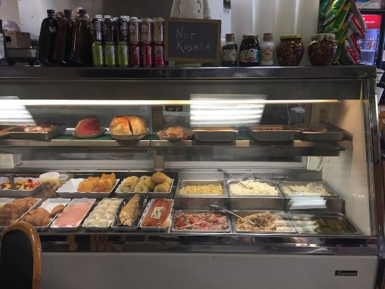 Berkeley Heights, NJ: Goodmans Deli Display