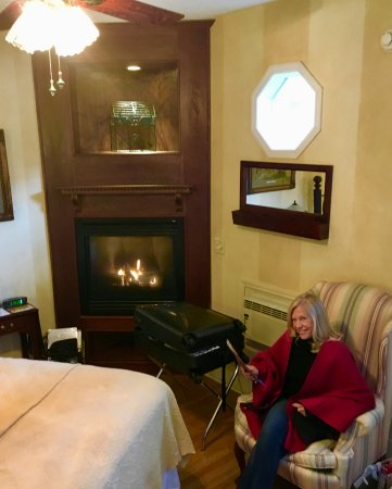 The Old Powder House Inn: The Grace Darling suite