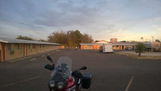 Alpine, TX: Some rooms are further from the road.