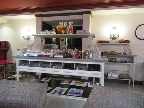 Hotel  Le Cavendish: The dining area set for breakfast.
