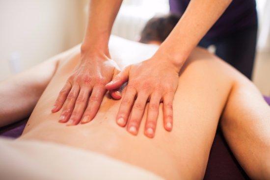 Nelson, Kanada: Brittanya specializes in back and neck tension and injury.
